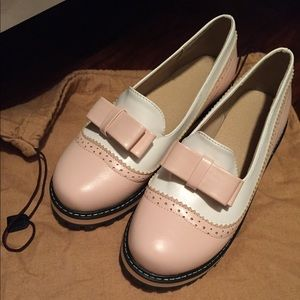 Round toe blush leather shoes (brand new)